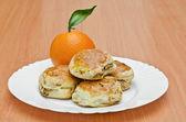 Schwein-rind-cookies und orange — Stockfoto