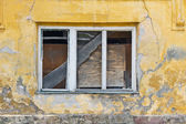 Abandoned house window — Stockfoto