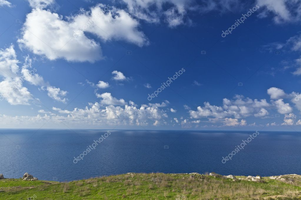 Looking out into the horizon atop the cliffs at Bahrija in Malta. — Stock Photo #8007024