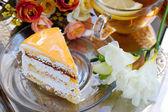 Kuchen mit Aprikosen und Tee — Stockfoto