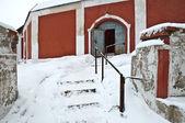 Zadní vchod do nádvoří kláštera — Stock fotografie