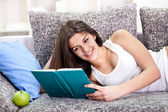 Pretty teen girl reading book — Stock Photo