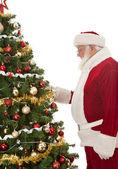 Santa zdobení vánoční strom — Stock fotografie