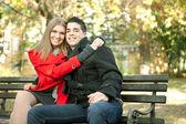 Joven pareja sonriendo — Foto de Stock