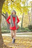 Attractive girl posing in autumn park — Stock Photo
