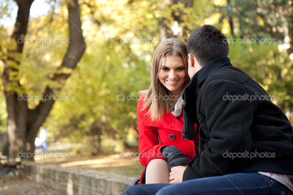 Smiling young couple talking, time for flirting, outdoor — Stock Photo #8366931