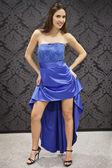 青いドレスのファッションの女性 — ストック写真