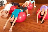 Fitness grupo estiramientos — Foto de Stock