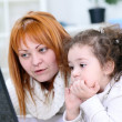 Mother and  daughter  using laptop — ストック写真