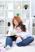 Mãe e filha se divertir juntos — Foto Stock
