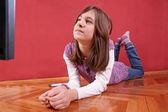 Girl watching tv — Stockfoto