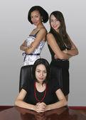Tres empresaria profesional en un despacho — Foto de Stock