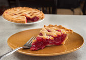 Tranche de tarte aux cerise — Photo