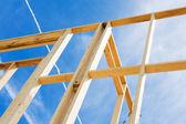 Nuova incorniciatura di costruzione casa. frammento. — Foto Stock