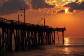 Fishermen at sunrise on a fishing pier in North Carolina — Foto de Stock