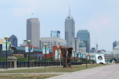 Lo skyline di downtown indianapolis, indiana — Foto Stock