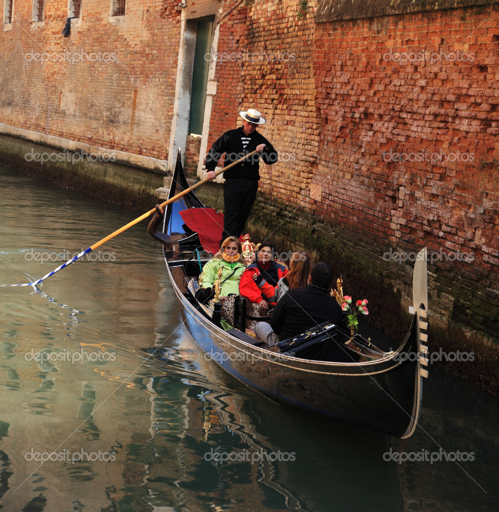 Venice,Italy,February 25th 2011:A gondola full of tourists navigating on a narrow canal in Venice during the Carnival days. — Stock Photo #9014452
