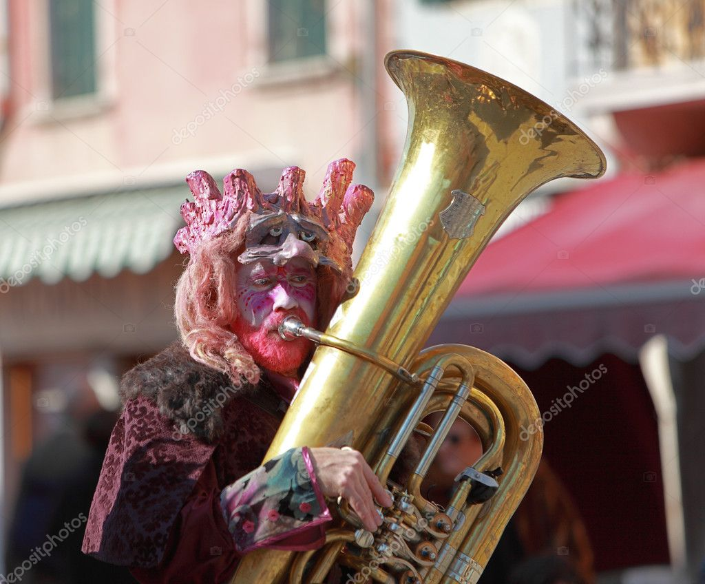 Venice,Italy,February 26th 2011: Portrait of a funny man trombone player during a musical parade in Venice during The Carnival days. — Stock Photo #9047267