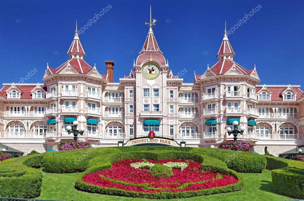 Image of the entrance in Disneyland Park from Paris. — Stock Photo #9176743