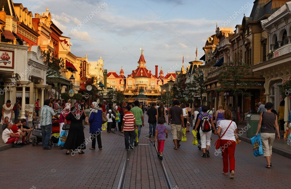 Paris,France,July 11th 2010: Image of the main street in Disneyland Paris at the dusk. — Stock Photo #9215593