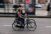 在自行车上的朋友 — 图库照片
