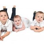 Children posing for family photo — Stock Photo #8528120