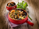 Spaghetti with seafood and mushrooms — Stock Photo