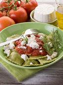 Ravioli stuffed with ricotta and spinach garnish with tomato sau — Foto Stock