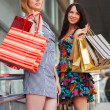 Two young women with shopping bags — 图库照片