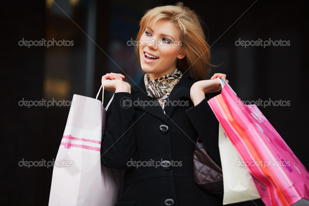Young woman with shopping bags — Stock Photo #10119132