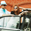 Young couple with a retro car — Stock Photo