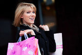 Happy young woman shopping — Stock fotografie