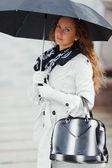 şemsiye ile kadın — Stok fotoğraf