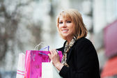 Happy young woman with shopping bags — ストック写真