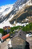 滑雪营地的山在 elbrus 区域视图. — 图库照片