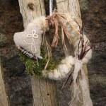 Handmade wreath on the door — Stock Photo #10610128