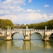 The bridge over the Tiber river in Rome - Stockfoto