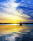 Sailing against the sunset — Stock Photo