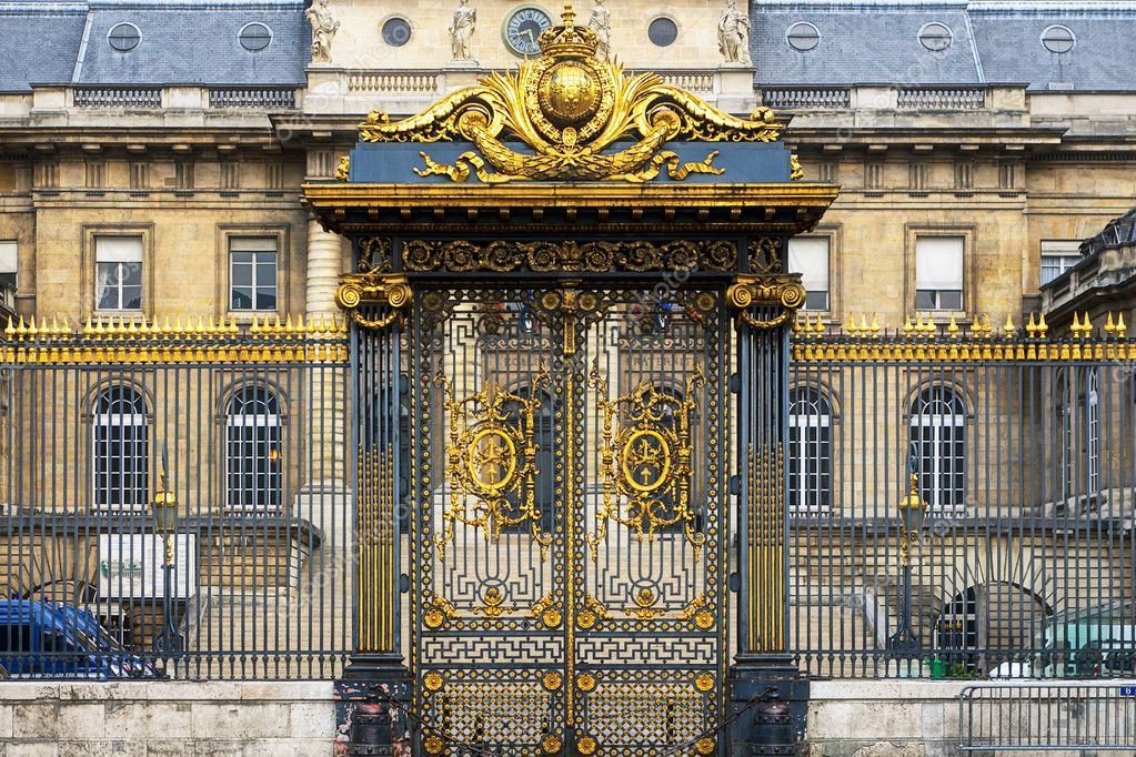 Golden gate in Paris — Stock Photo #8958941
