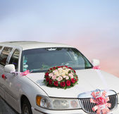 Wedding car decorated with flowers — Stock Photo