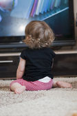 Child watches television — Stock Photo
