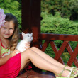 The little girl with a kitten — Stock Photo