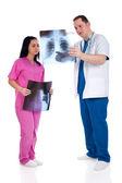 两位医生分析射线照相 — 图库照片