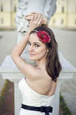 Smiling brunette bride with fashionable stylish headpiece — Stock Photo