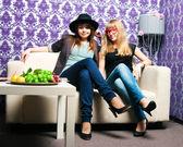 Two girlfriends — Stock Photo