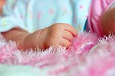 Hand of the newborn child — Stock Photo