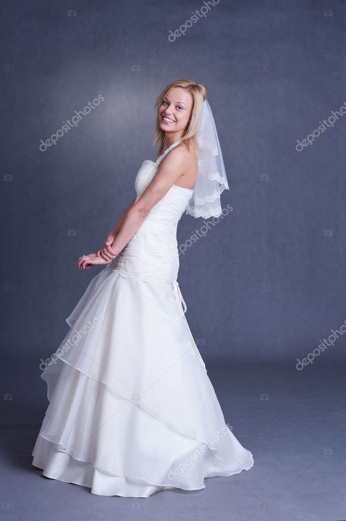 Beautiful girl in wedding dress on grey background - studio shot — Stock Photo #9165801