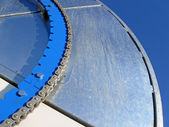 Blue industrial metal wheel with steel chain, industry details. — Stock Photo