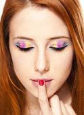 Szczegół portret rude dziewczyny z make-up. — Zdjęcie stockowe