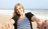 Chica feliz en al aire libre. — Foto de Stock